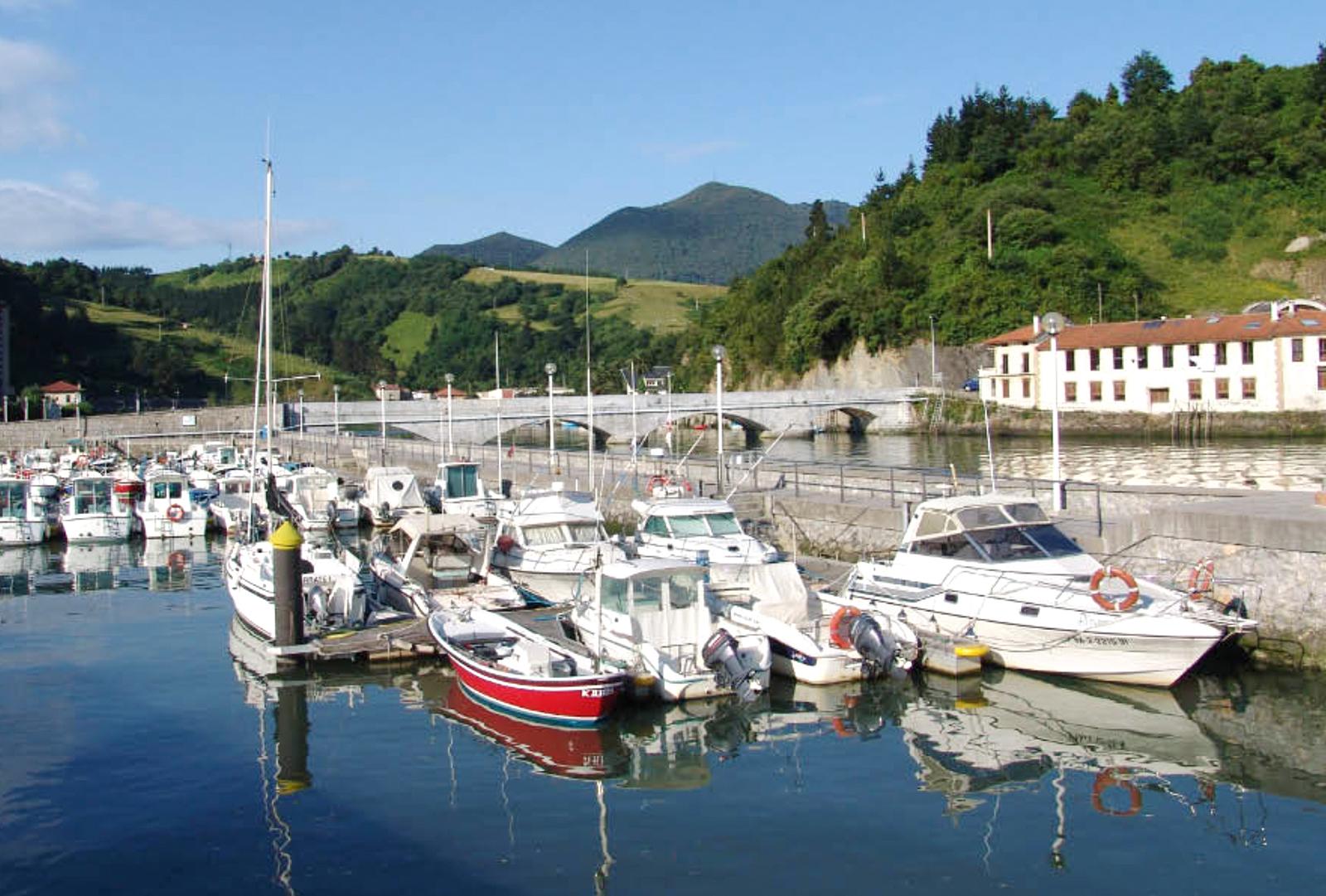 Puerto deportivo de Deba, Pensión Zumardi Pentsioa, Deba (Gipuzkoa)