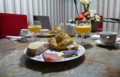 Desayunos, Pensión Zumardi en Deba